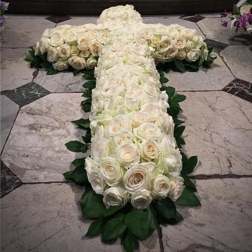 Amante Bouquet de roses blanches deuil - Croix de roses blanches &OO_95